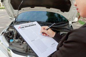 כיצד חברות ביטוח רכב מעריכים מכוניות